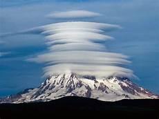 amazing lens shaped cloud formation lenticular clouds unbelievable info