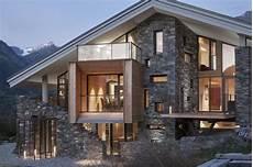 chalet design contemporain mineral lodge un nouveau chalet au luxe contemporain sur