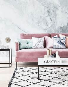 wohnzimmer rosa pretty in pink unser lieblings samt sofa in rosa hier