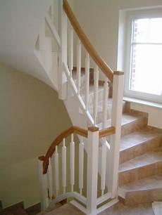 treppe holz weiß treppengel 228 nder weiss mit handlauf eiche treppen galerie
