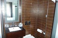 Sdb Avec Toilettes Lavabo Et Italienne Photo De