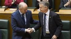 garamendi felicita a urkullu por erkoreka el hombre fuerte gobierno vasco