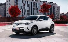 essai toyota chr hybride 2018 2018 toyota c hr hybrid spec drive toyota s new sub rav4 crossover motor trend