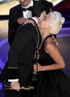 oscars gaga shines with victory performance of shallow las vegas review journal
