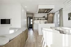 modernes wohnzimmer mit offener k 252 che ideen wohnzimmer