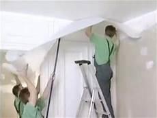 toile de verre plafond plafond la pose d un papier peint pour une vraie r 233 ussite