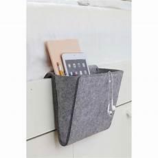 le de chevet a accrocher pochette de rangement pour lit en feutre gris pochette