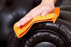 ledercouch reinigen kernseife ledersofa reinigen und pflegen anleitung und tipps