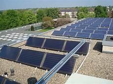 solaranlagen auf dem dach gefahren und thermische solaranlage