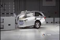 Worst Crash Test by Minivan Crash Test Quot Among The Worst We Ve Seen Quot