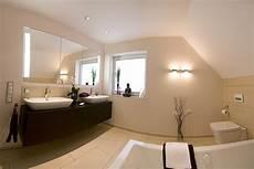wandbilder für badezimmer badezimmer idee dachschr 228 ge