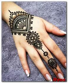 Gambar Bunga Di Tangan Pakai Henna Gambar Bunga