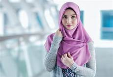 Tips Padu Padan Celana Putih Bagi Perempuan Berhijab