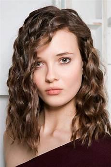 coupe de cheveux brune 93419 cheveux boucl 233 s ch 226 tain automne hiver 2018 cheveux boucl 233 s quelques id 233 es de coiffures pour