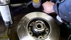 changer disque de frein clio 3 remplacement plaquettes et disques de freins arri 232 re