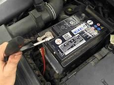 golf 7 autobatterie wechseln varta blue dynamic 5524000473132 autobatterien c22 12 v
