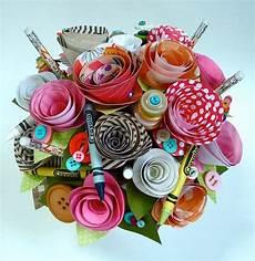 Papierblumen Basteln Anleitung - crafty bouquet friend gift idea stacks of