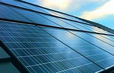 solaranlagen auf dem dach gefahren und solar