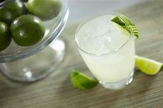 gin gimlet cocktail recipe how to make a gin gimlet