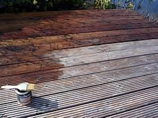 lasiertes holz ölen holzterrasse mit terrassen 246 l sch 252 tzen heimwerker aktuell de
