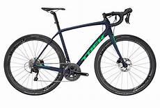 roue velo de route road bike trek 2017 domane sl 5 disc shimano 105 11s blue