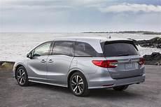 2019 toyota vs 2019 honda odyssey minivan