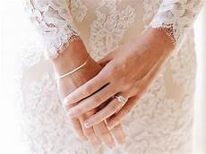wedding rings what hand ring finger what hand does wedding and engagement ring go on