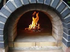 Feuer 01 Pizza 246 Fen F 252 R Drau 223 En Pizzaofen Und Ofen