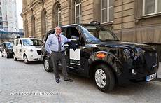 taxi anglais occasion boris johnson encourage les taxis hybrides rechargeables