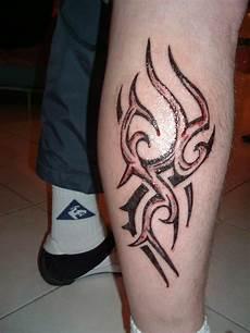 tribal sur le mollet de tatoo design tribal