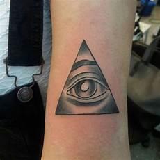 d 233 couvrir les principales significations du tatouage triangle