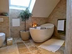 badewanne auf podest mediterranes badezimmer mit freistehender badewanne