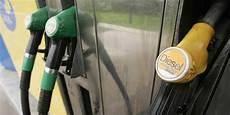 Le Prix Des Carburants Continue De Grimper Et Ce N Est Pas