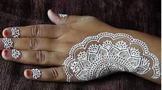 Gaya Terbaru Henna Tangan Motif Bunga Motif Henna