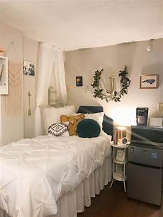 Easy Apartment Bedroom Ideas by 49 Easy Ways To Decorate Your College Apartment