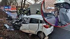 Unfall Hessen Heute - kassel horror unfall menschen eingeklemmt retter sehen