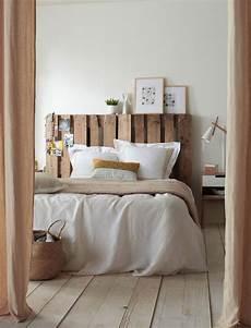 tete de lit palette de bois lit en palette 26 id 233 es pour en fabriquer un dans votre chambre