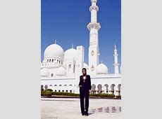 Rihanna 'asked to leave Abu Dhabi mosque'   Daily Mail Online