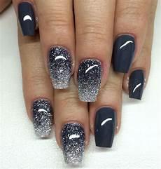 fingernägel schwarz weiß die besten 25 glitzer nagellack ideen graues nagellack