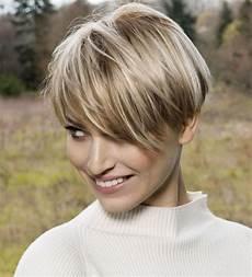 coupe de cheveux femme 2017 court coiffure cheveux raides courts et clairs algue