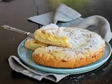 crema pasticcera ricetta della nonna torta della nonna ricetta tipica crostata crema pasticcera pinoli