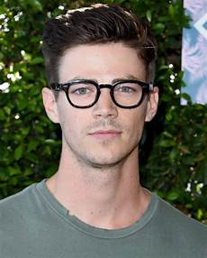 22 men s hairstyles with glasses to look cool and stylish