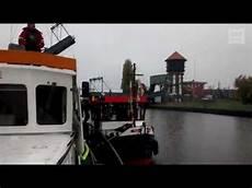 Der Schwan Oldenburg - quot schwan oldenburg quot schiff zum osthafen geschleppt