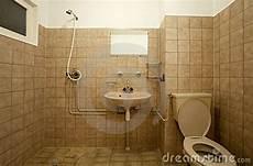 Altes Bad Verschönern - passende farbe badezimmer streichen design dekoration