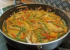 rezept mit kokosmilch thail 228 ndische wokpfanne mit kokosmilch anghi chefkoch de