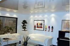 soffitto con faretti foto soffitto teso laccato bianco con faretti di tecni