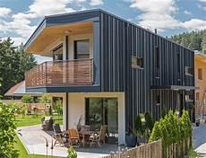 entdecken sie geb 228 ude mit aluminium dach oder fassade