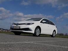foto toyota auris touring sports 1 8 hybrid lounge
