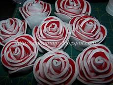 fiori con i bicchieri di plastica a tutto punto bouquet di tutorial