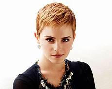 short hairstyles for over 50 square face